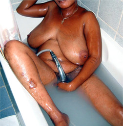 Appetizing ebony mom washes her nude..