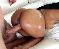 Peach shaped booty ebony Brittney..